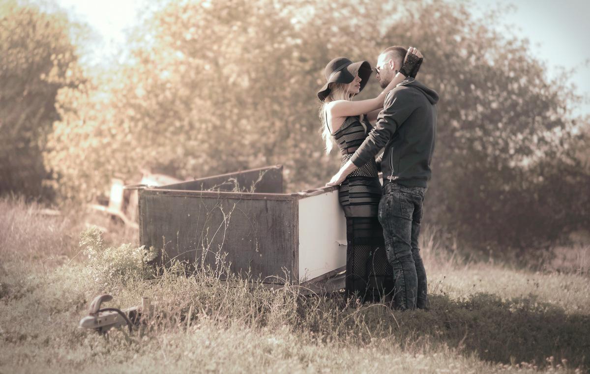 צילומים רומנטים צמודים
